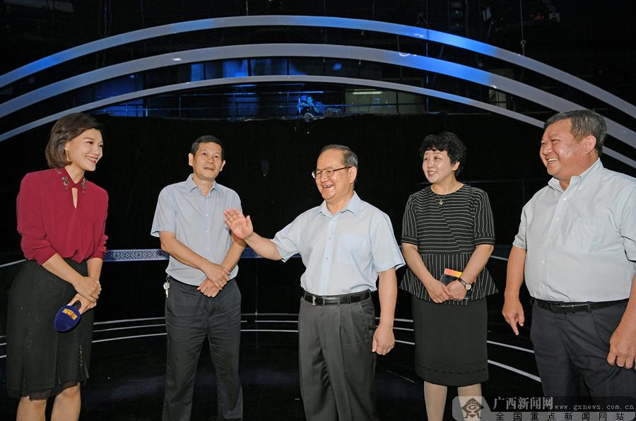 鹿心社在新闻媒体单位调研并召开广西新闻舆论工作座谈会