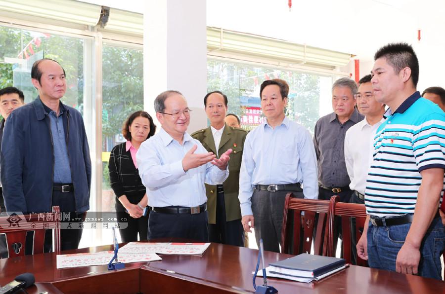 鹿心社带头向基层党员干部群众宣讲党的十九届四中全会精神