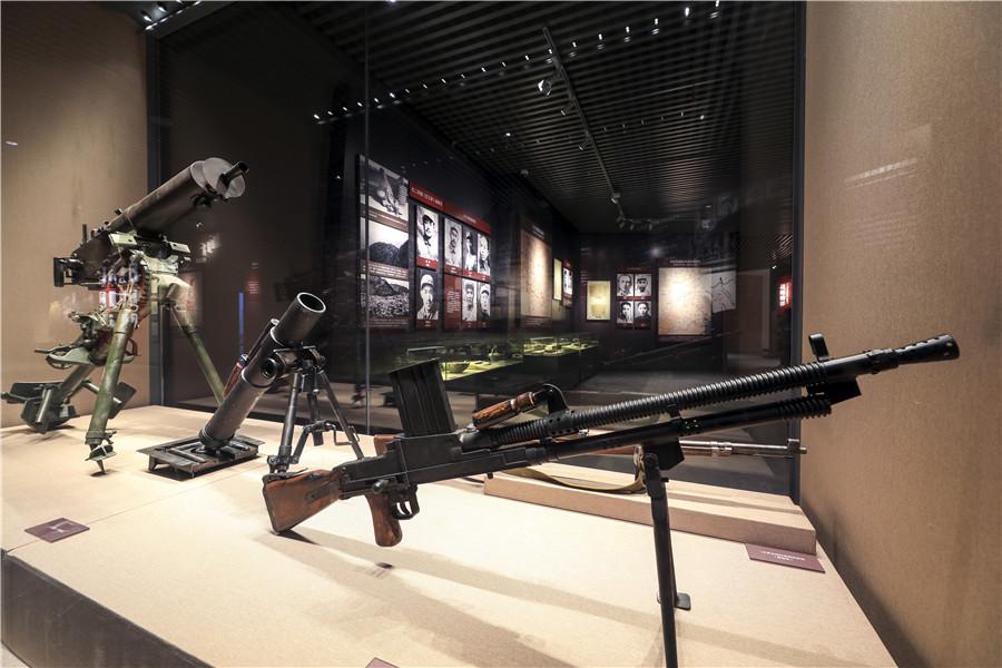 05纪念馆武器展柜 (2)