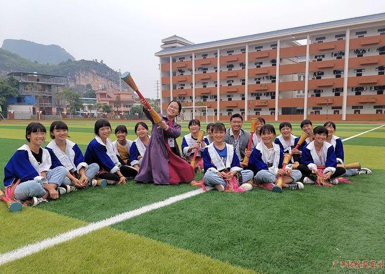 土瑶娃的领路人——记广西勤廉榜样、 贺州市平桂区民族学校副校长姜晚英